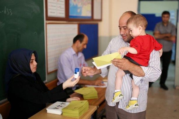 Türkiye genelinde oy verme işlemi başladı 23