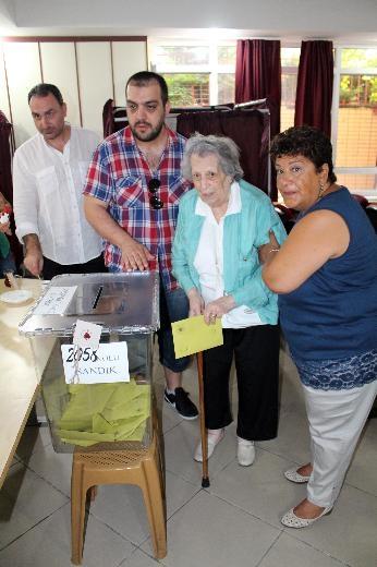Türkiye genelinde oy verme işlemi başladı 30
