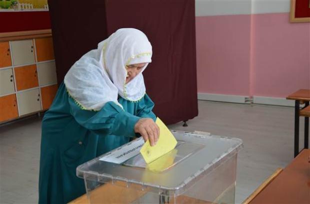 Türkiye genelinde oy verme işlemi başladı 39