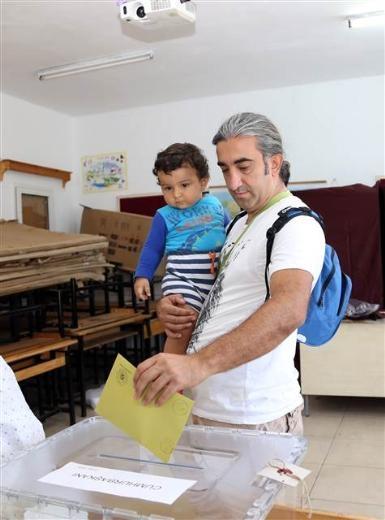 Türkiye genelinde oy verme işlemi başladı 42