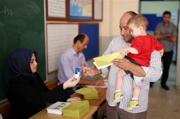 Türkiye genelinde oy verme işlemi başladı 44