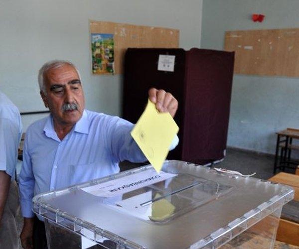 Türkiye genelinde oy verme işlemi başladı 6