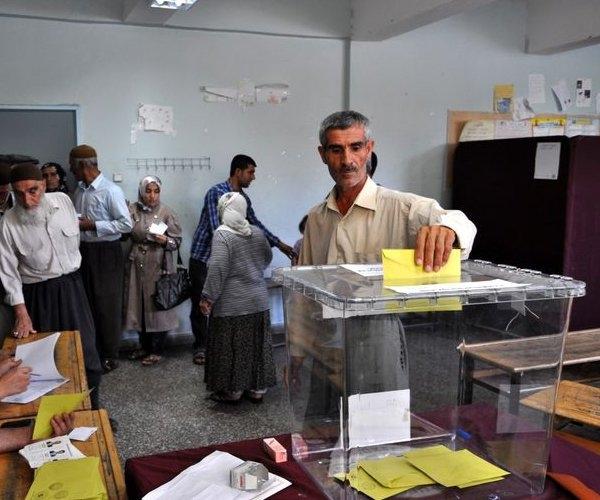Türkiye genelinde oy verme işlemi başladı 7