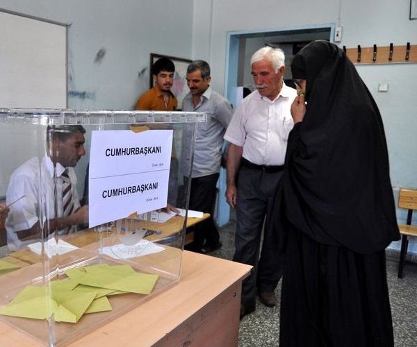 Türkiye genelinde oy verme işlemi başladı 8