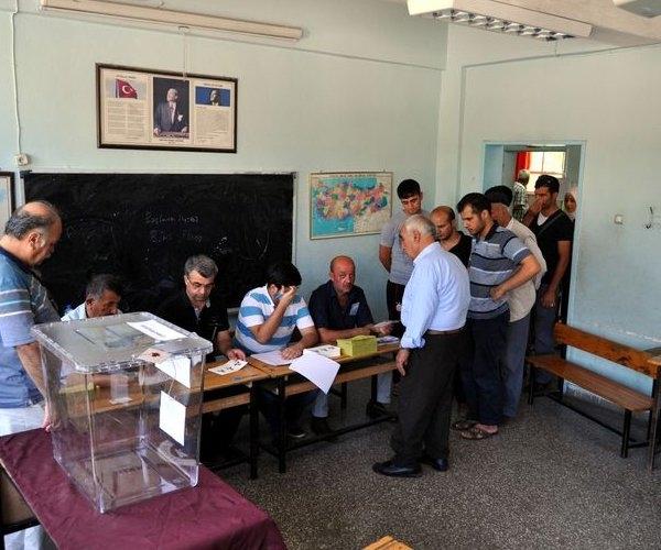 Türkiye genelinde oy verme işlemi başladı 9