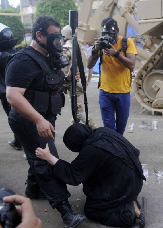 Rabia katliamının acı fotoğrafları 63