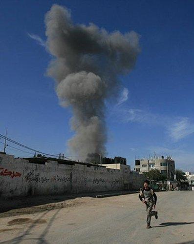 Gazze'ye düşen füzelerdeki gizli silüetler 16