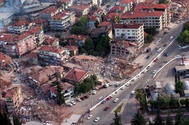 15 yıl önce Türkiye'yi yasa boğan faciadan kareler 1