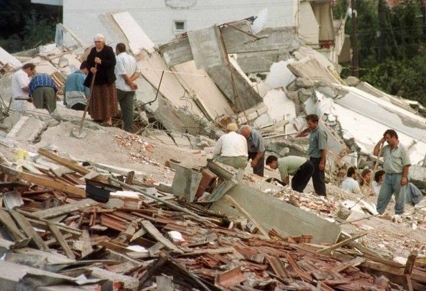 15 yıl önce Türkiye'yi yasa boğan faciadan kareler 10