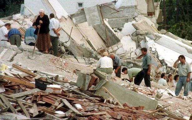 15 yıl önce Türkiye'yi yasa boğan faciadan kareler 13