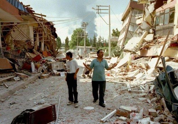 15 yıl önce Türkiye'yi yasa boğan faciadan kareler 17