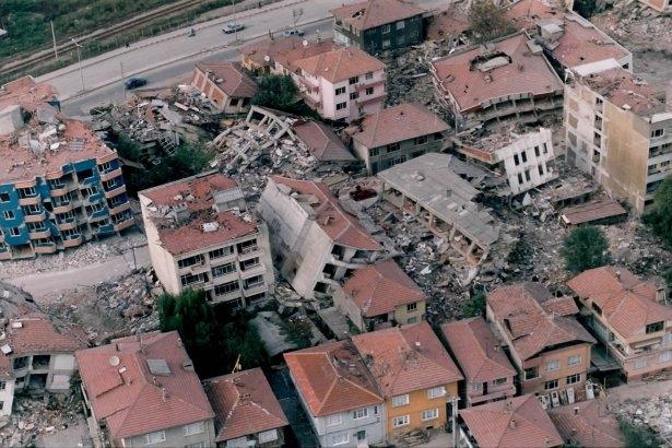 15 yıl önce Türkiye'yi yasa boğan faciadan kareler 2