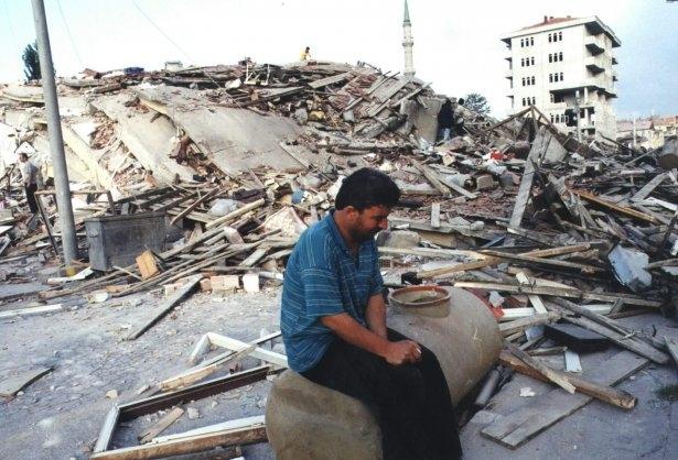 15 yıl önce Türkiye'yi yasa boğan faciadan kareler 20