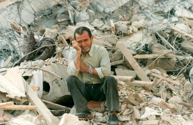 15 yıl önce Türkiye'yi yasa boğan faciadan kareler 23