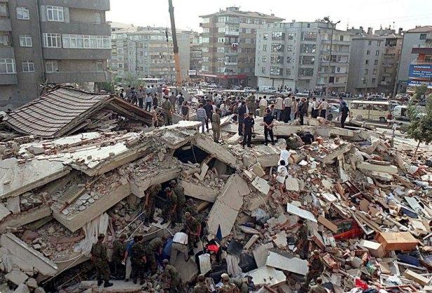 15 yıl önce Türkiye'yi yasa boğan faciadan kareler 24