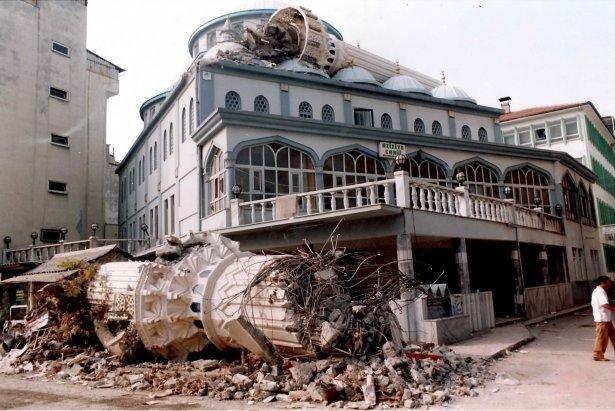 15 yıl önce Türkiye'yi yasa boğan faciadan kareler 3
