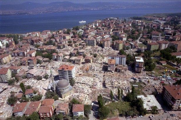 15 yıl önce Türkiye'yi yasa boğan faciadan kareler 31