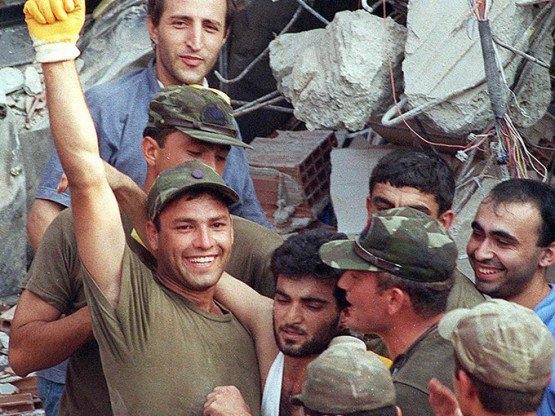 15 yıl önce Türkiye'yi yasa boğan faciadan kareler 33