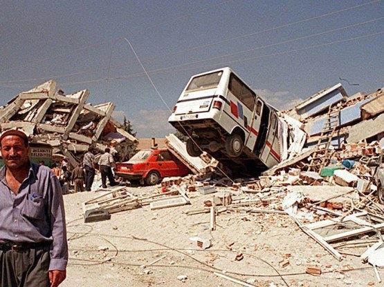 15 yıl önce Türkiye'yi yasa boğan faciadan kareler 34