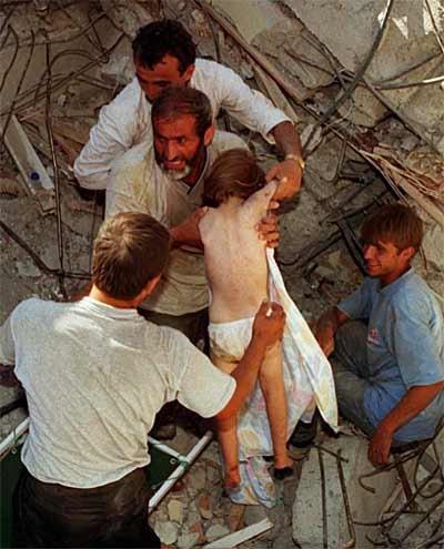15 yıl önce Türkiye'yi yasa boğan faciadan kareler 37