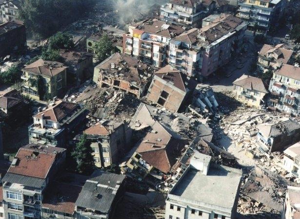 15 yıl önce Türkiye'yi yasa boğan faciadan kareler 4