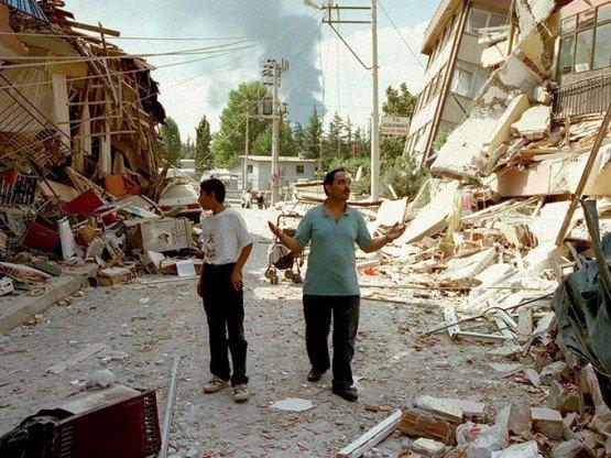 15 yıl önce Türkiye'yi yasa boğan faciadan kareler 44