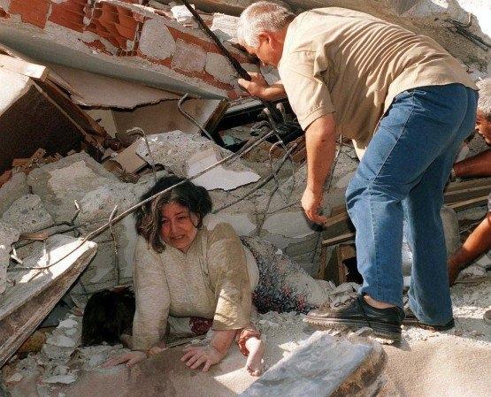 15 yıl önce Türkiye'yi yasa boğan faciadan kareler 45