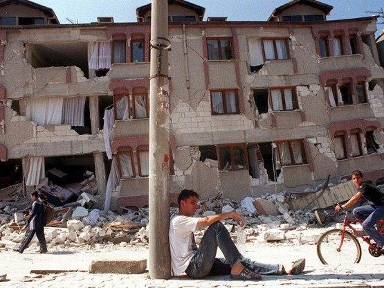 15 yıl önce Türkiye'yi yasa boğan faciadan kareler 47