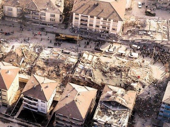 15 yıl önce Türkiye'yi yasa boğan faciadan kareler 48
