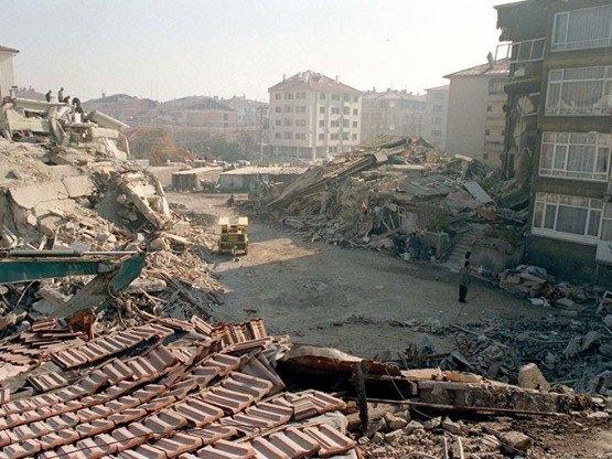 15 yıl önce Türkiye'yi yasa boğan faciadan kareler 49
