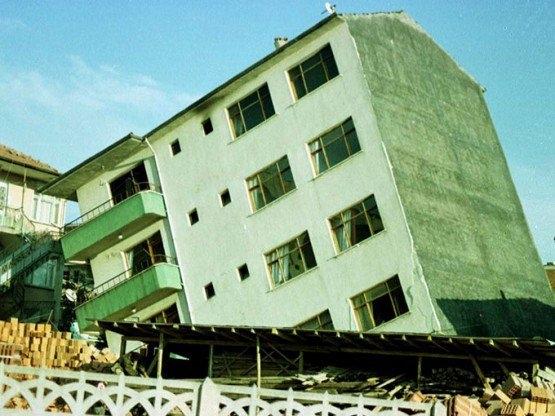 15 yıl önce Türkiye'yi yasa boğan faciadan kareler 52