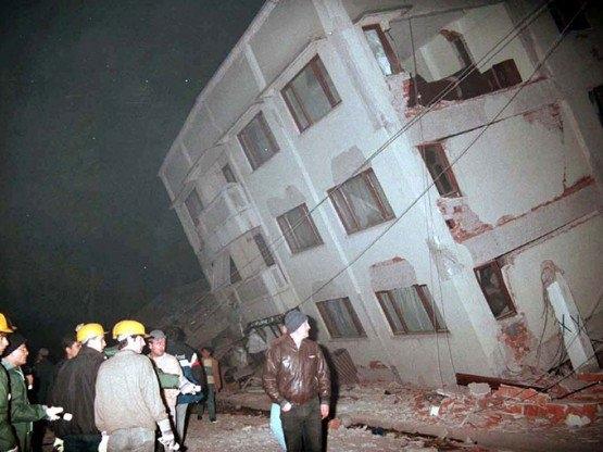 15 yıl önce Türkiye'yi yasa boğan faciadan kareler 53