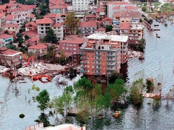 15 yıl önce Türkiye'yi yasa boğan faciadan kareler 56