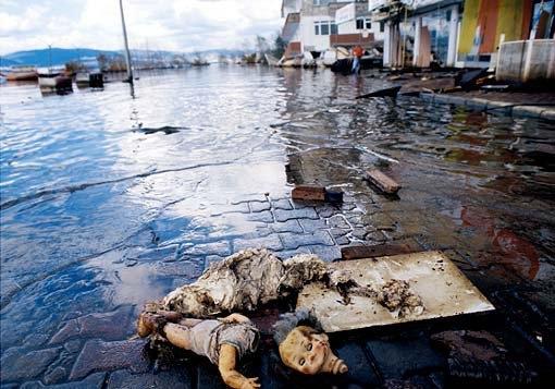 15 yıl önce Türkiye'yi yasa boğan faciadan kareler 60
