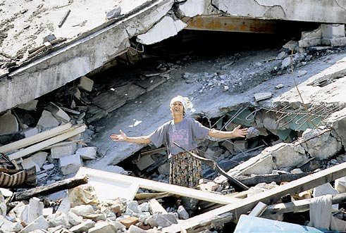 15 yıl önce Türkiye'yi yasa boğan faciadan kareler 61