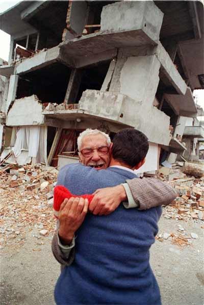 15 yıl önce Türkiye'yi yasa boğan faciadan kareler 68