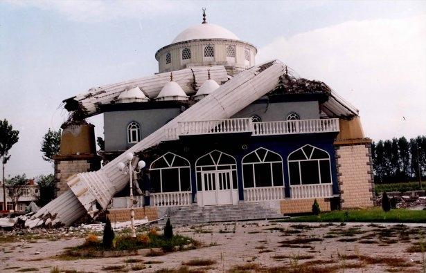 15 yıl önce Türkiye'yi yasa boğan faciadan kareler 7