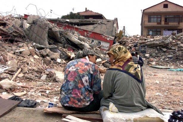 15 yıl önce Türkiye'yi yasa boğan faciadan kareler 9