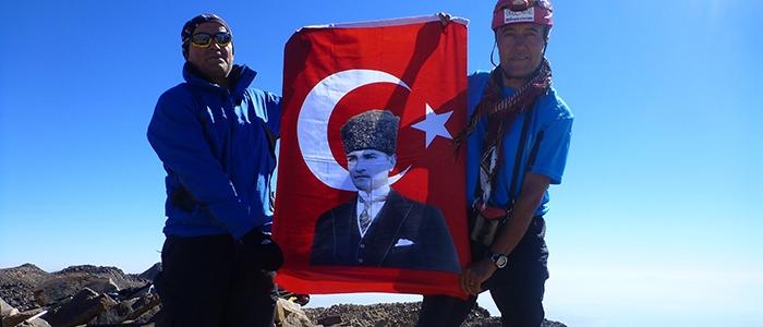 Türk dağcılar İran'ın en yüksek dağına çıktı 1