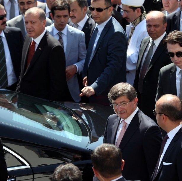 Erdoğan'la Davutoğlu Cuma'yı beraber kıldı 12