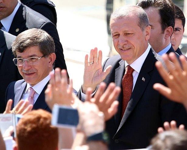 Erdoğan'la Davutoğlu Cuma'yı beraber kıldı 13