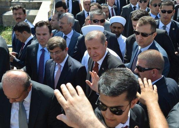 Erdoğan'la Davutoğlu Cuma'yı beraber kıldı 16