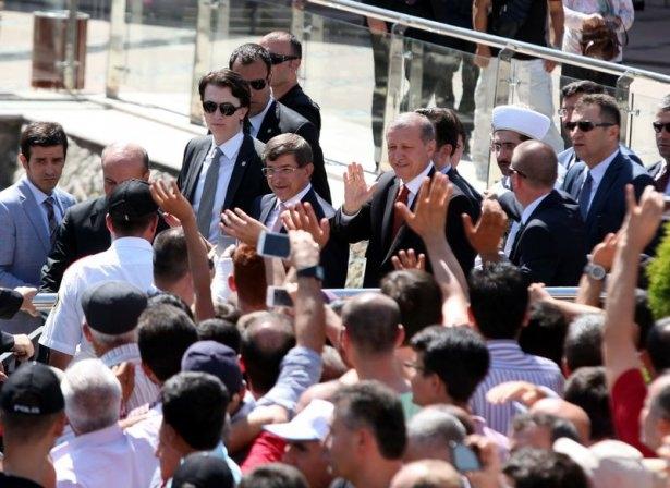 Erdoğan'la Davutoğlu Cuma'yı beraber kıldı 18
