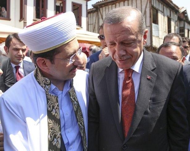 Erdoğan'la Davutoğlu Cuma'yı beraber kıldı 23