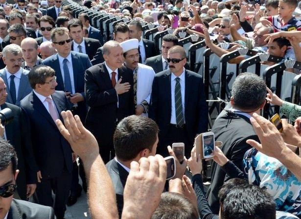 Erdoğan'la Davutoğlu Cuma'yı beraber kıldı 25