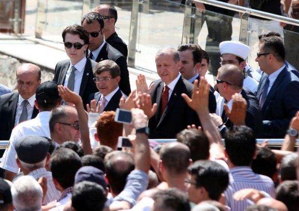 Erdoğan'la Davutoğlu Cuma'yı beraber kıldı 32