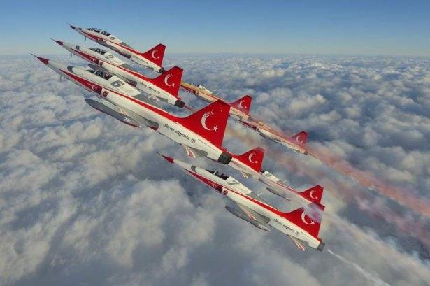 """Türk Yıldızları'nın """"Mevlana"""" gösterisi nefes kesti 2"""