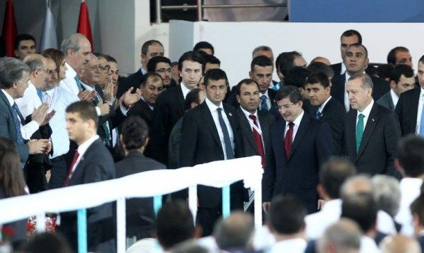 Davutoğlu'nu gözyaşlarıyla izlediler 9