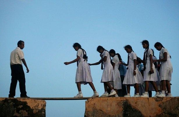 Dünyanın en tehlikeli okul yolları 17