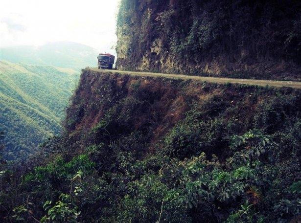 Dünyanın en tehlikeli okul yolları 26